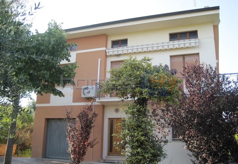 Soluzione Indipendente in vendita a Montefelcino, 7 locali, prezzo € 270.000 | Cambio Casa.it