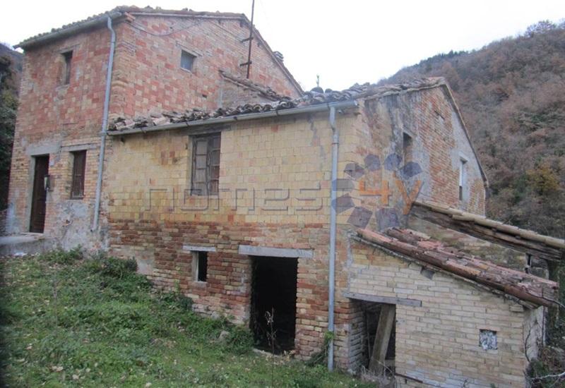 Rustico / Casale in vendita a Montefelcino, 7 locali, prezzo € 92.000 | Cambio Casa.it