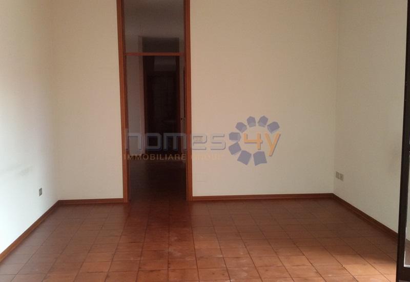 Appartamento in affitto a Fano, 4 locali, zona Località: Semicentro, prezzo € 500 | Cambio Casa.it