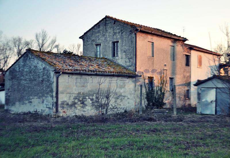 Rustico / Casale in vendita a Saltara, 5 locali, zona Zona: Calcinelli, prezzo € 195.000 | Cambio Casa.it