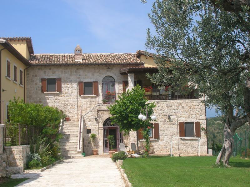 Villa in vendita a Ascoli Piceno, 11 locali, zona Zona: Palombare, prezzo € 700.000 | Cambio Casa.it