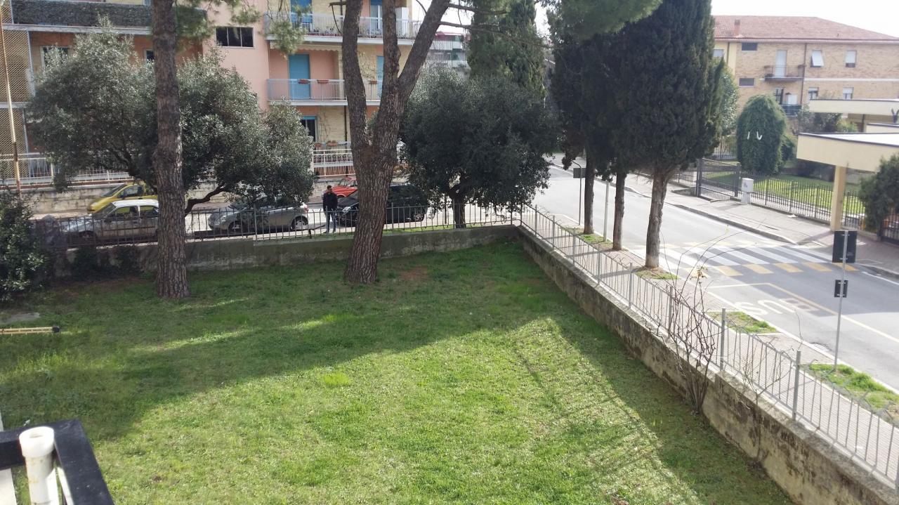 Appartamento in vendita a Ascoli Piceno, 5 locali, zona Località: BorgoSolestà, prezzo € 99.000 | Cambio Casa.it