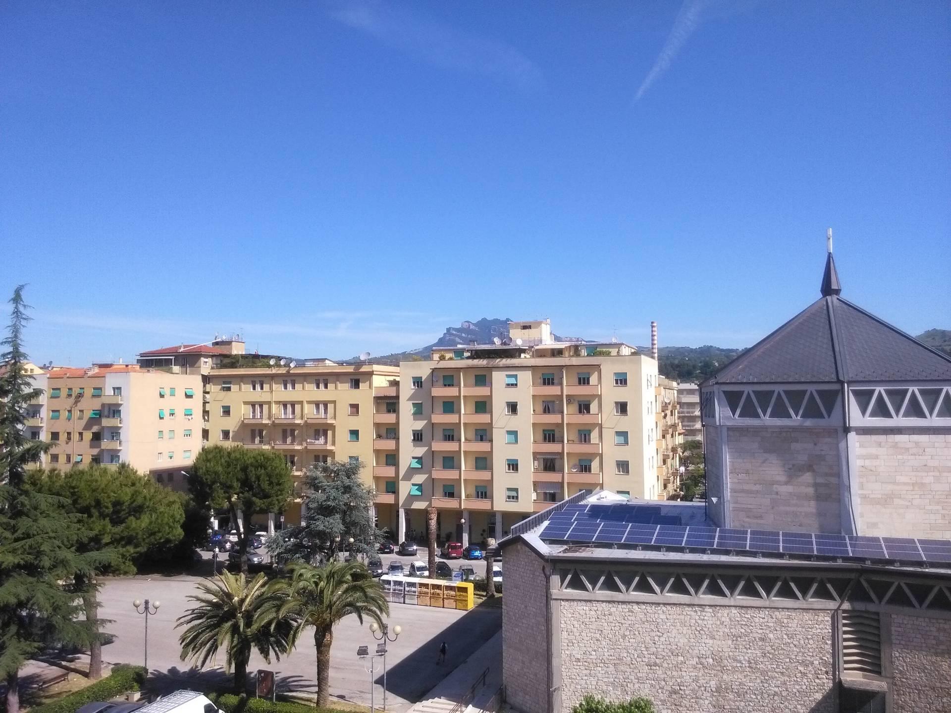 Appartamento in vendita a Ascoli Piceno, 6 locali, zona Località: PiazzaImmacolata, prezzo € 130.000 | Cambio Casa.it