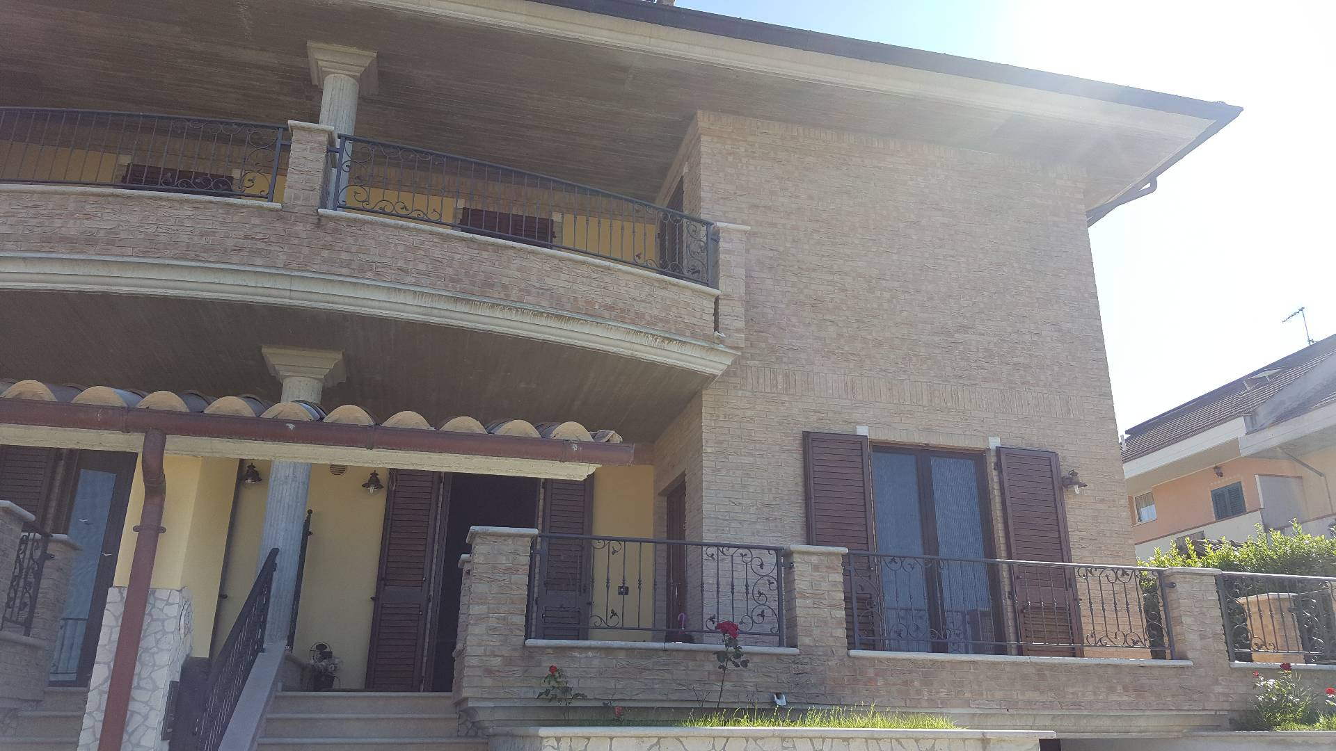 Villa in vendita a Appignano del Tronto, 11 locali, prezzo € 320.000   Cambio Casa.it