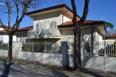 <strong>Semi-detached house in Sale</strong><br />Forte dei Marmi