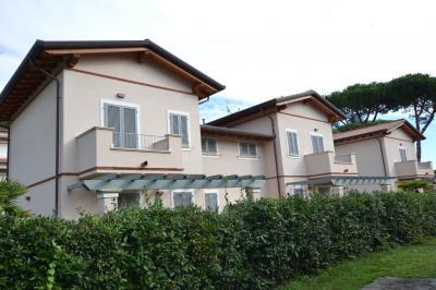 <strong>Villa Bifamiliare in Vendita</strong><br />Montignoso