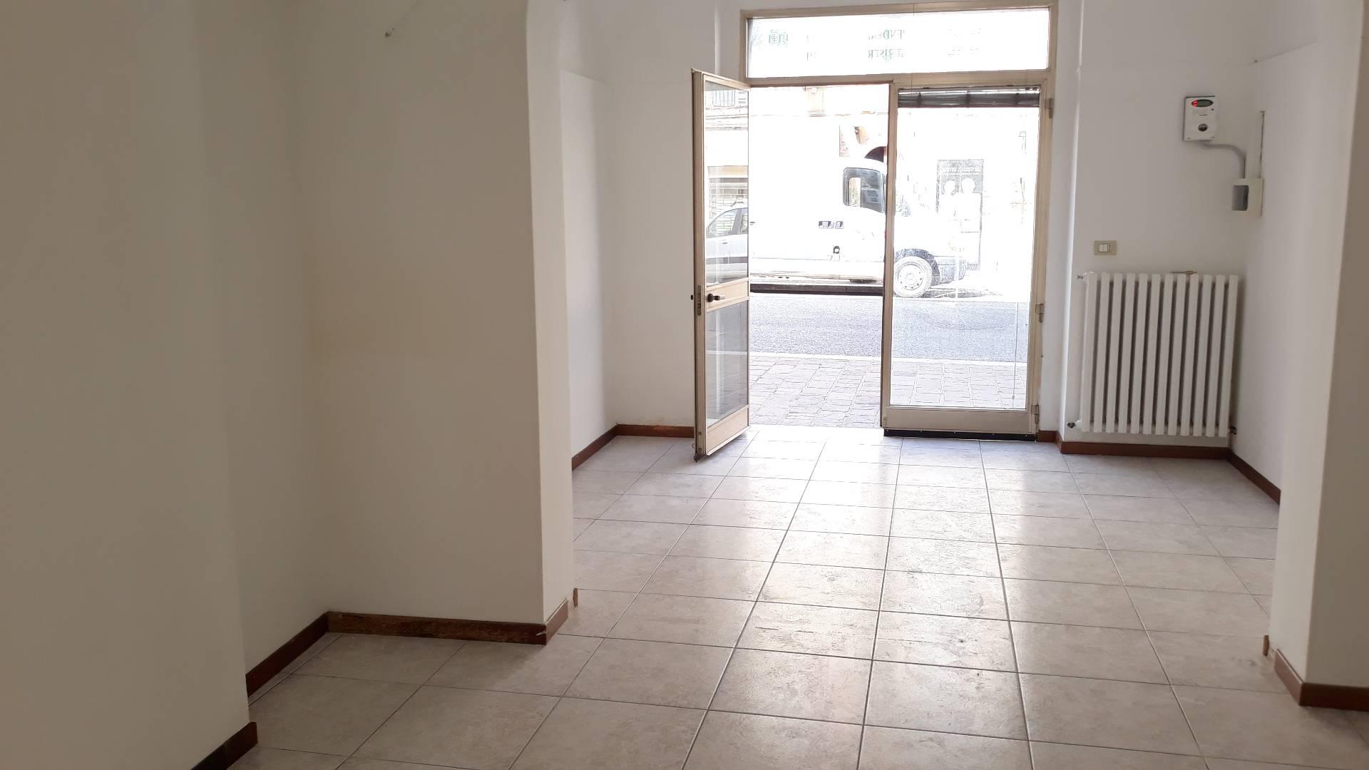 FONDO COMMERCIALE in Affitto a Macerata (MACERATA)