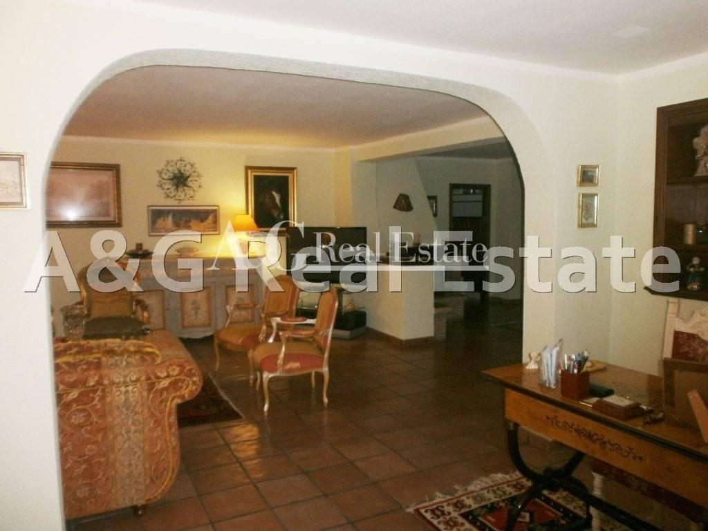 Villa in vendita a Grosseto, 9 locali, zona Località: Città, prezzo € 490.000 | Cambio Casa.it