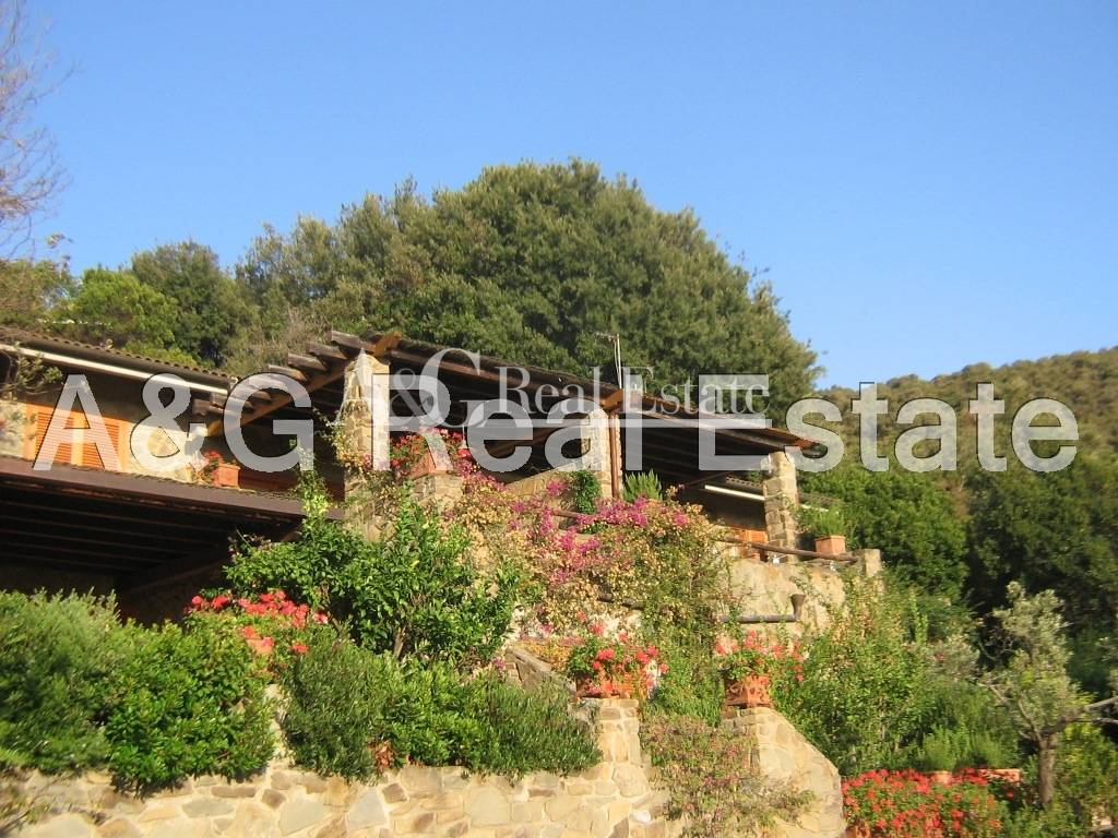 Villa in vendita a Castiglione della Pescaia, 7 locali, zona Località: PuntaAla, prezzo € 980.000 | Cambio Casa.it