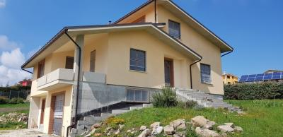 Villa in Vendita a Oratino