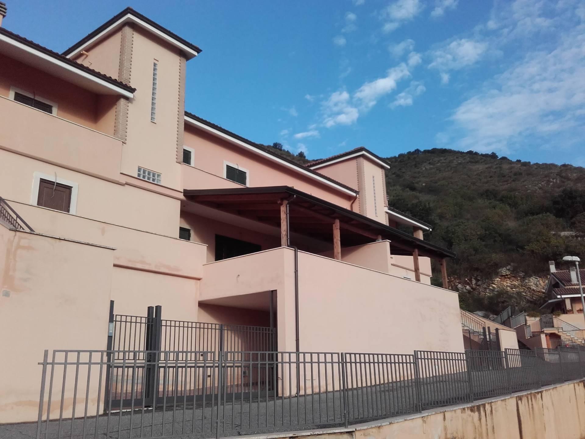 Villa in vendita a Tivoli, 8 locali, prezzo € 288.000   Cambio Casa.it