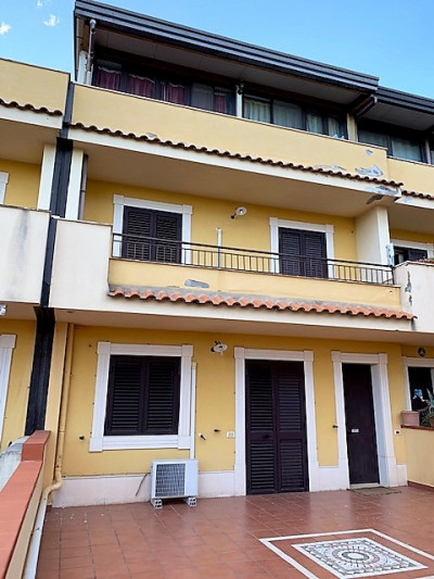 Townhouse for Sale to Giardini-Naxos