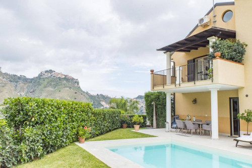 Villa for Sale to Taormina
