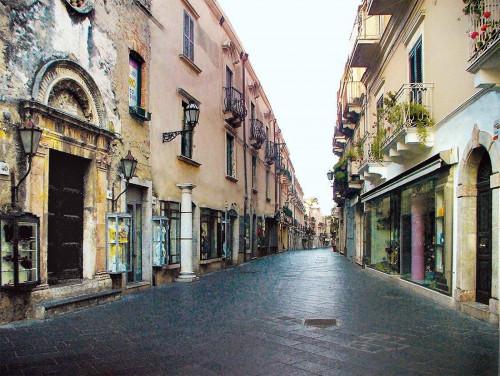 Shop for Rent to Taormina