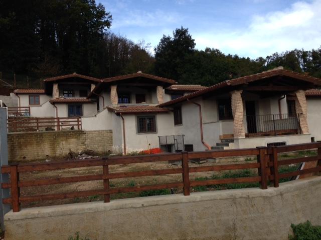 Villa in vendita a Manziana, 4 locali, prezzo € 200.000 | Cambio Casa.it