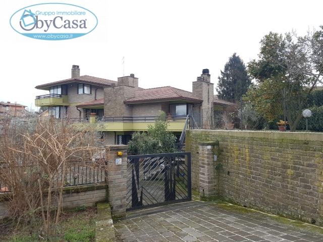 Villa in vendita a Manziana, 5 locali, prezzo € 290.000 | Cambio Casa.it