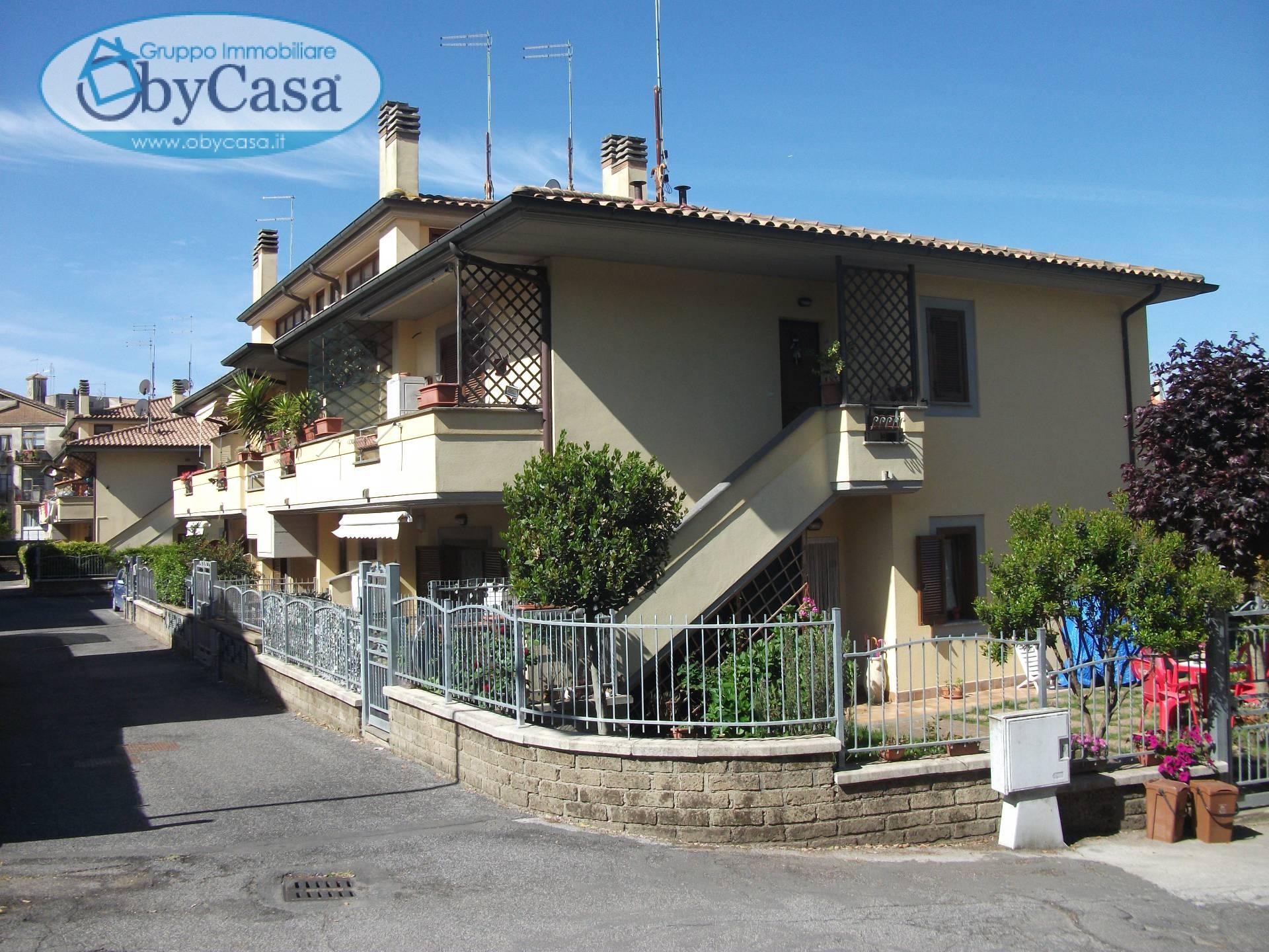 Appartamento in vendita a Oriolo Romano, 4 locali, prezzo € 114.000   CambioCasa.it