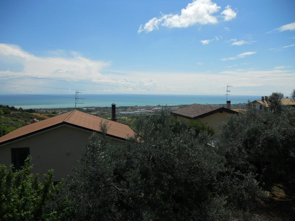 Soluzione Indipendente in vendita a Colonnella, 8 locali, prezzo € 160.000 | Cambio Casa.it