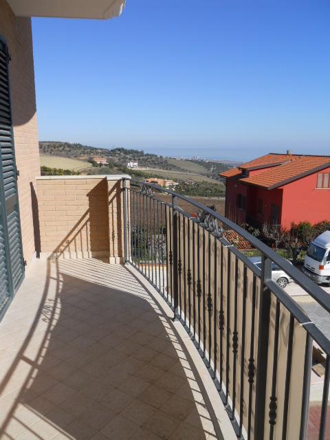 Appartamento in vendita a Colonnella, 4 locali, prezzo € 135.000 | Cambio Casa.it
