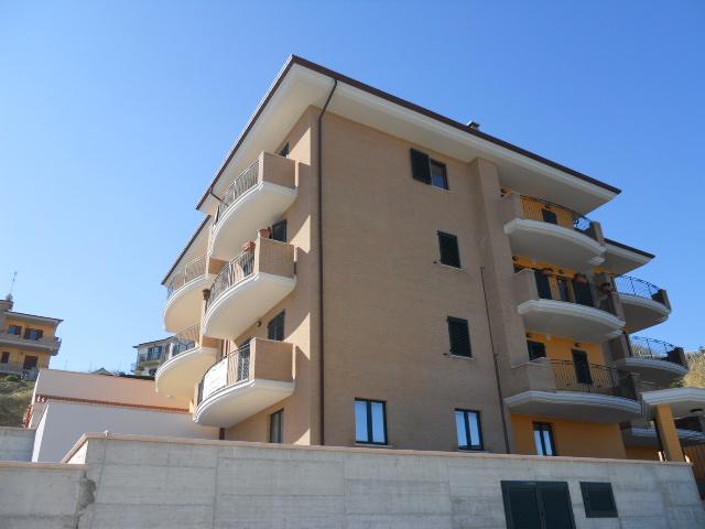 Appartamento in vendita a Colonnella, 6 locali, prezzo € 170.000 | Cambio Casa.it