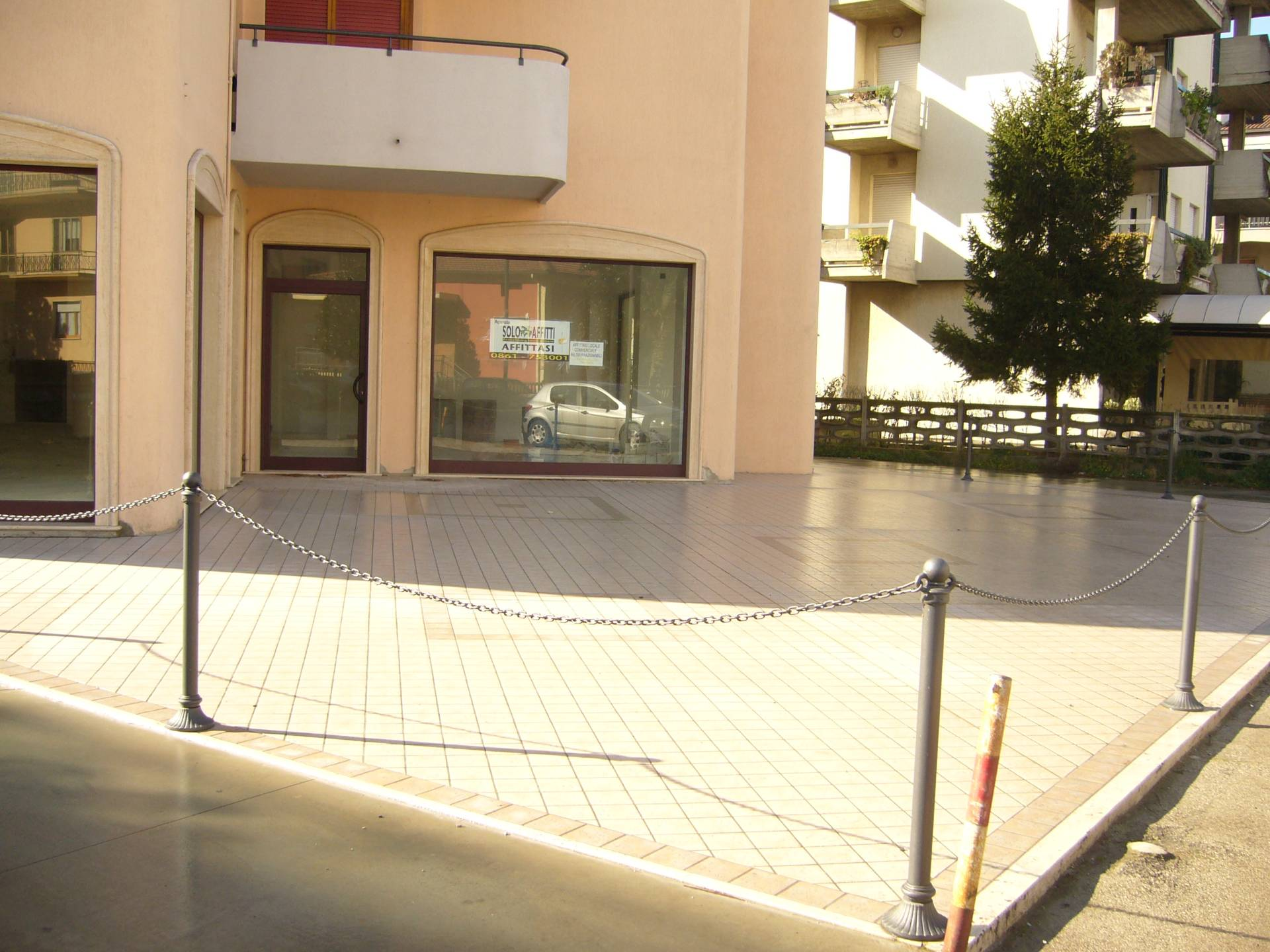 Negozio / Locale in affitto a Alba Adriatica, 9999 locali, zona Località: ZonaMare, prezzo € 2.200 | CambioCasa.it