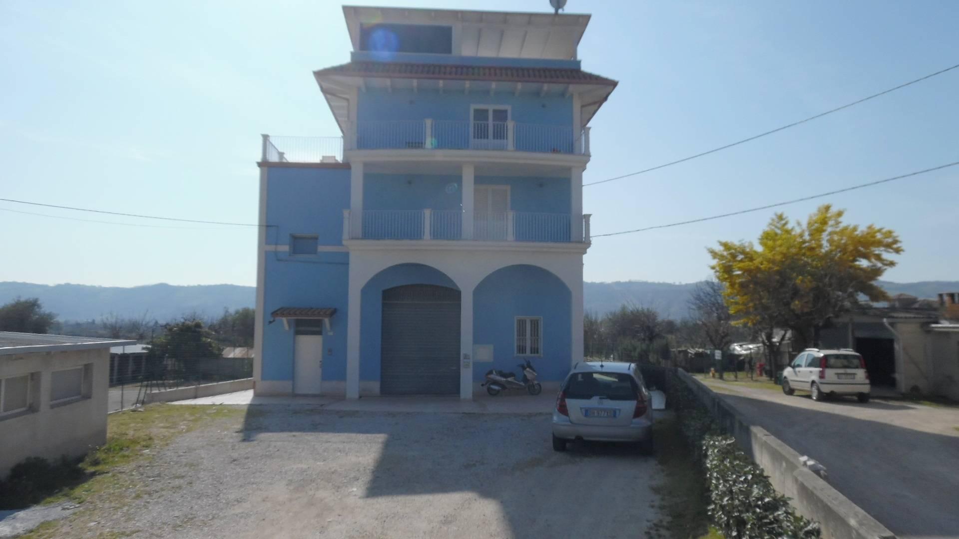 Negozio / Locale in affitto a Monsampolo del Tronto, 9999 locali, zona Località: StelladiMonsampolo, prezzo € 600 | Cambio Casa.it
