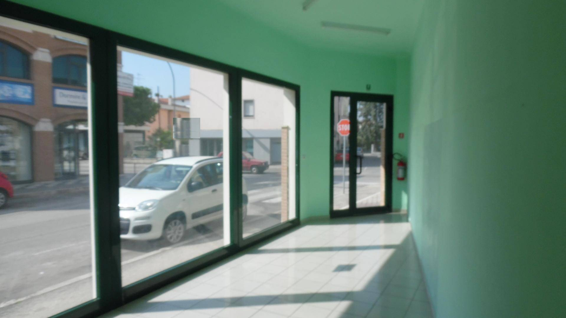 Negozio / Locale in vendita a San Benedetto del Tronto, 9999 locali, zona Località: PortodAscoli, prezzo € 550 | Cambio Casa.it