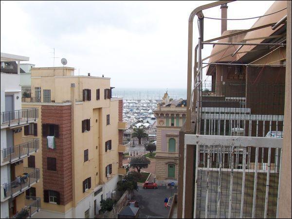 Appartamento in affitto a Nettuno, 2 locali, zona Località: centro, prezzo € 400 | Cambio Casa.it