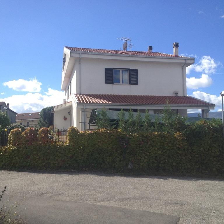 Villa in affitto a Rende, 4 locali, zona Località: ContradaRocchi, prezzo € 600   Cambio Casa.it