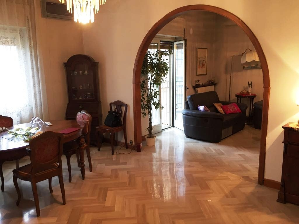 vendita appartamento cosenza via miceli  210000 euro  6 locali  184 mq