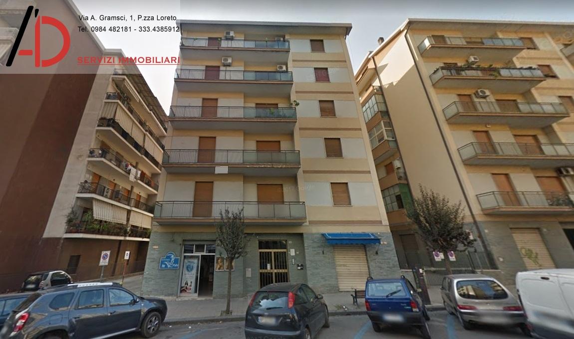 vendita appartamento cosenza piazza loreto  175000 euro  5 locali  150 mq