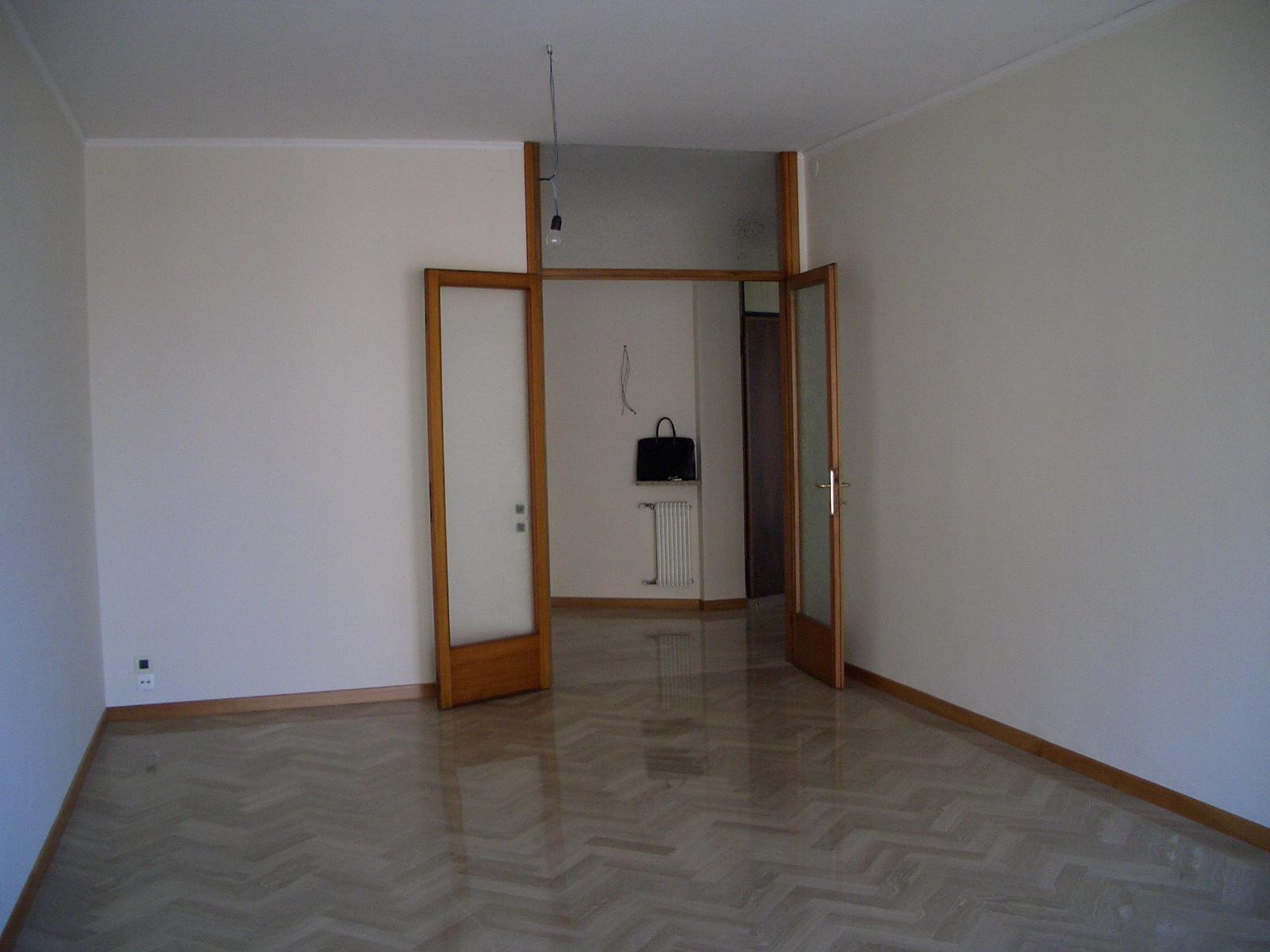Appartamento in affitto a Treviso, 5 locali, zona Località: FuoriMura, prezzo € 750 | Cambio Casa.it