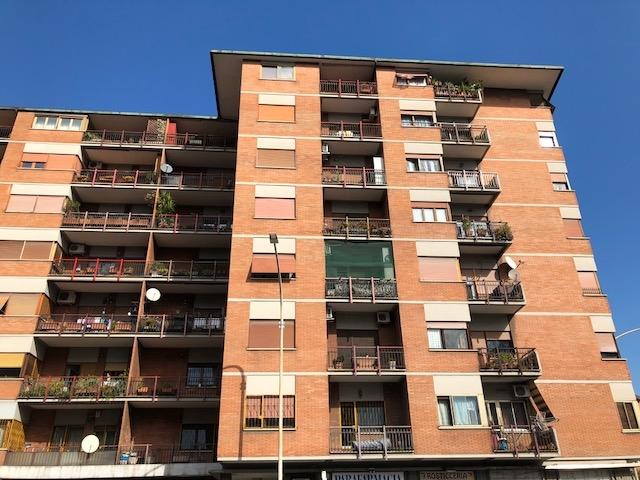 vendita appartamento roma tuscolano  390000 euro  5 locali  142 mq