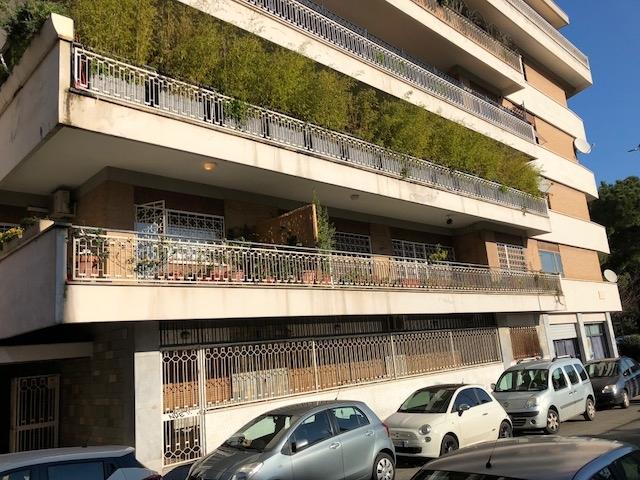 vendita appartamento roma colombo  379000 euro  7 locali  197 mq