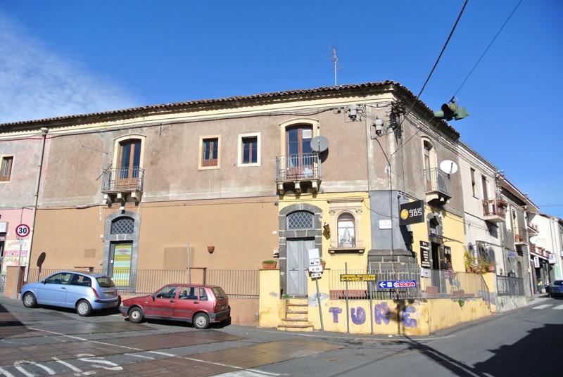 Soluzione Indipendente in vendita a Aci Castello, 9 locali, zona Zona: Ficarazzi, prezzo € 215.000 | Cambio Casa.it