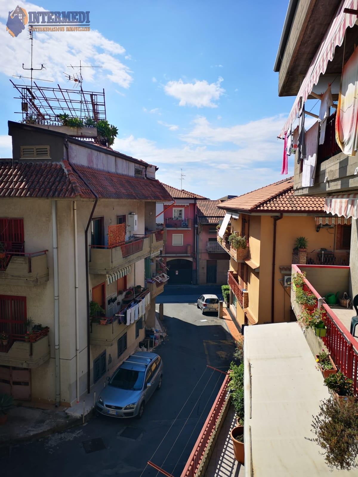 Appartamento in vendita a Aci Castello, 3 locali, zona Zona: Ficarazzi, prezzo € 85.000   CambioCasa.it