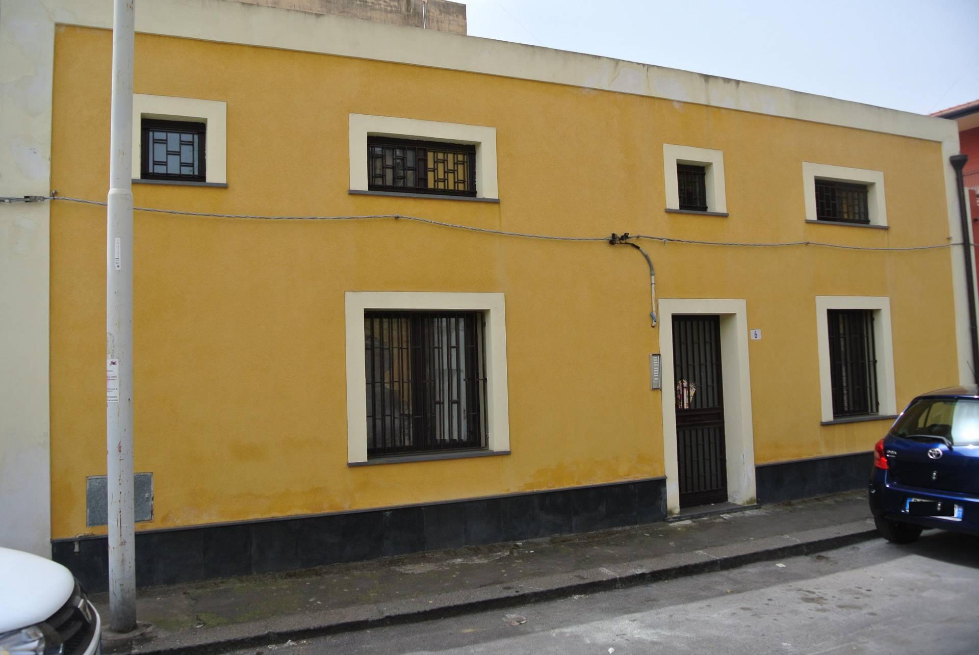 catania affitto quart: zona cibali intermedi-studio-aci-castello