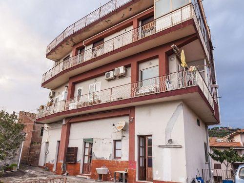 Appartamento in vendita a Aci Castello, 3 locali, zona Zona: Ficarazzi, prezzo € 84.000   CambioCasa.it