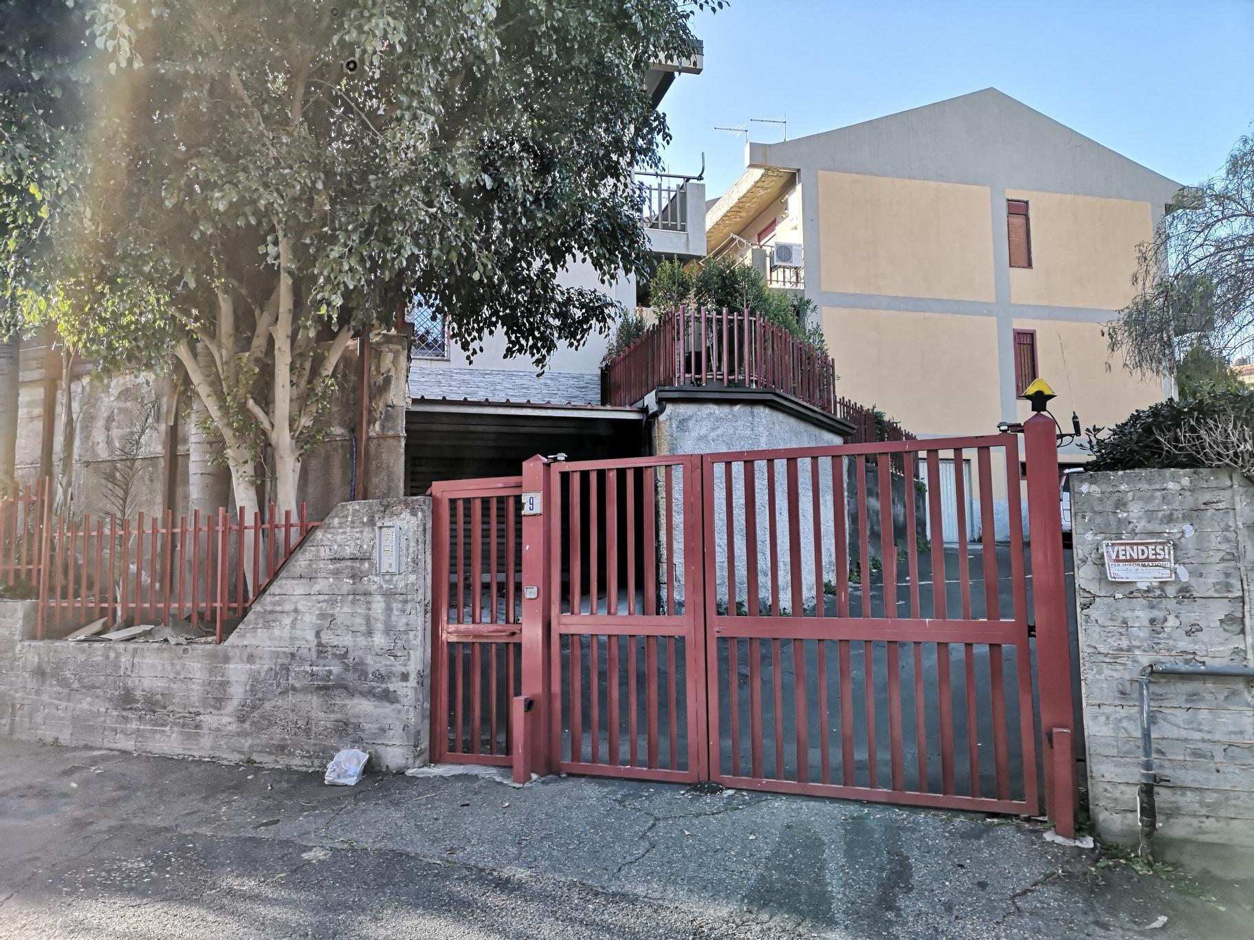 Box / Garage in vendita a Aci Castello, 2 locali, zona Zona: Ficarazzi, prezzo € 27.000 | CambioCasa.it