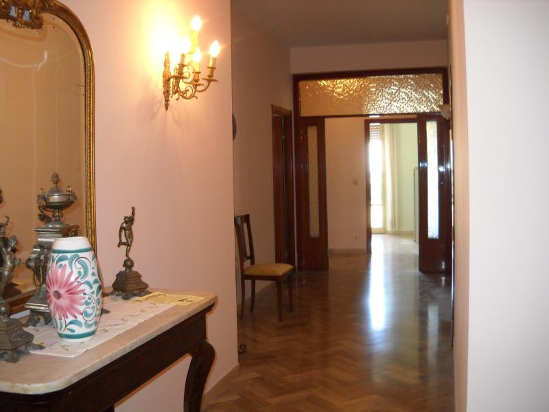Appartamento in vendita a Macerata, 8 locali, zona Località: zonaColleverde, prezzo € 135.000 | Cambio Casa.it
