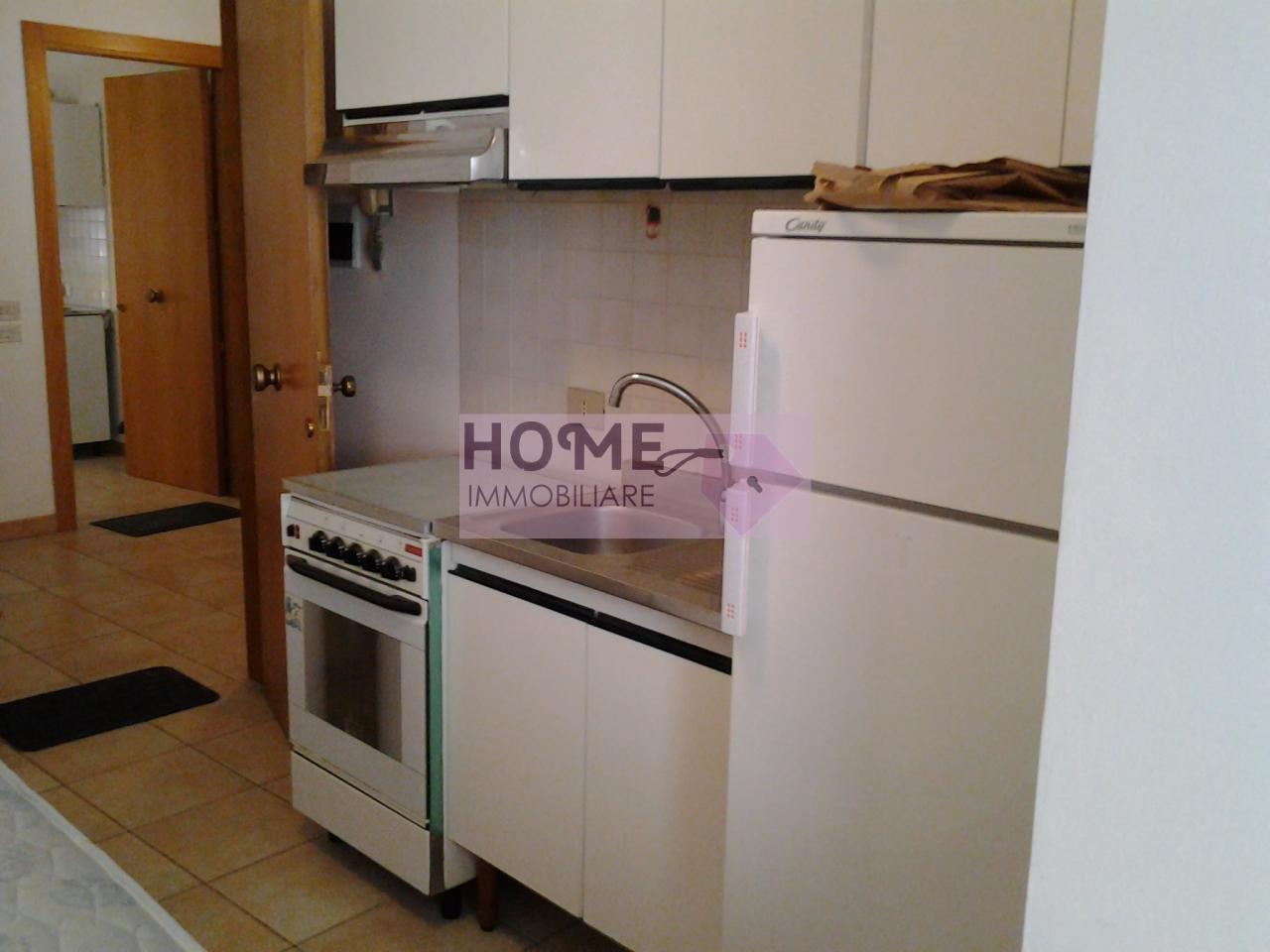 Appartamento in affitto a Macerata, 2 locali, zona Località: Centrostorico, prezzo € 300 | Cambio Casa.it