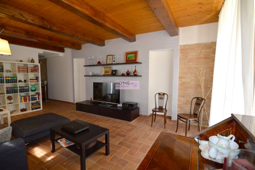 Soluzione Indipendente in vendita a Pollenza, 7 locali, prezzo € 380.000 | Cambio Casa.it