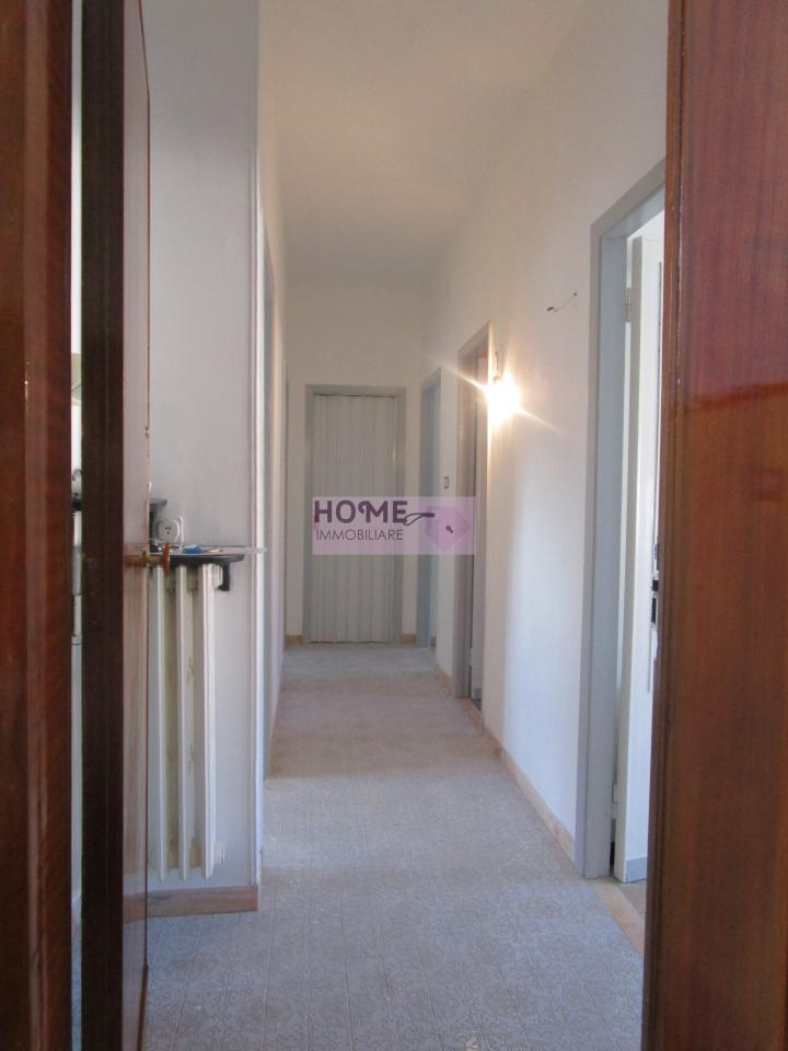 Appartamento in vendita a Macerata, 7 locali, zona Località: zonaSanFrancesco, prezzo € 85.000 | Cambio Casa.it