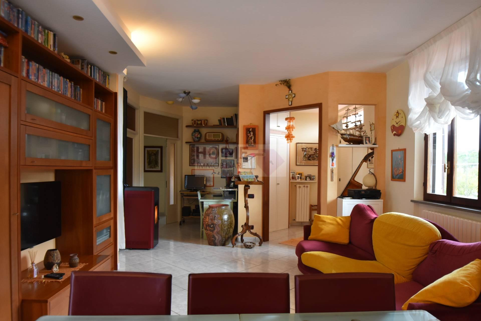 Villa in vendita a Petriolo, 10 locali, prezzo € 290.000 | Cambio Casa.it