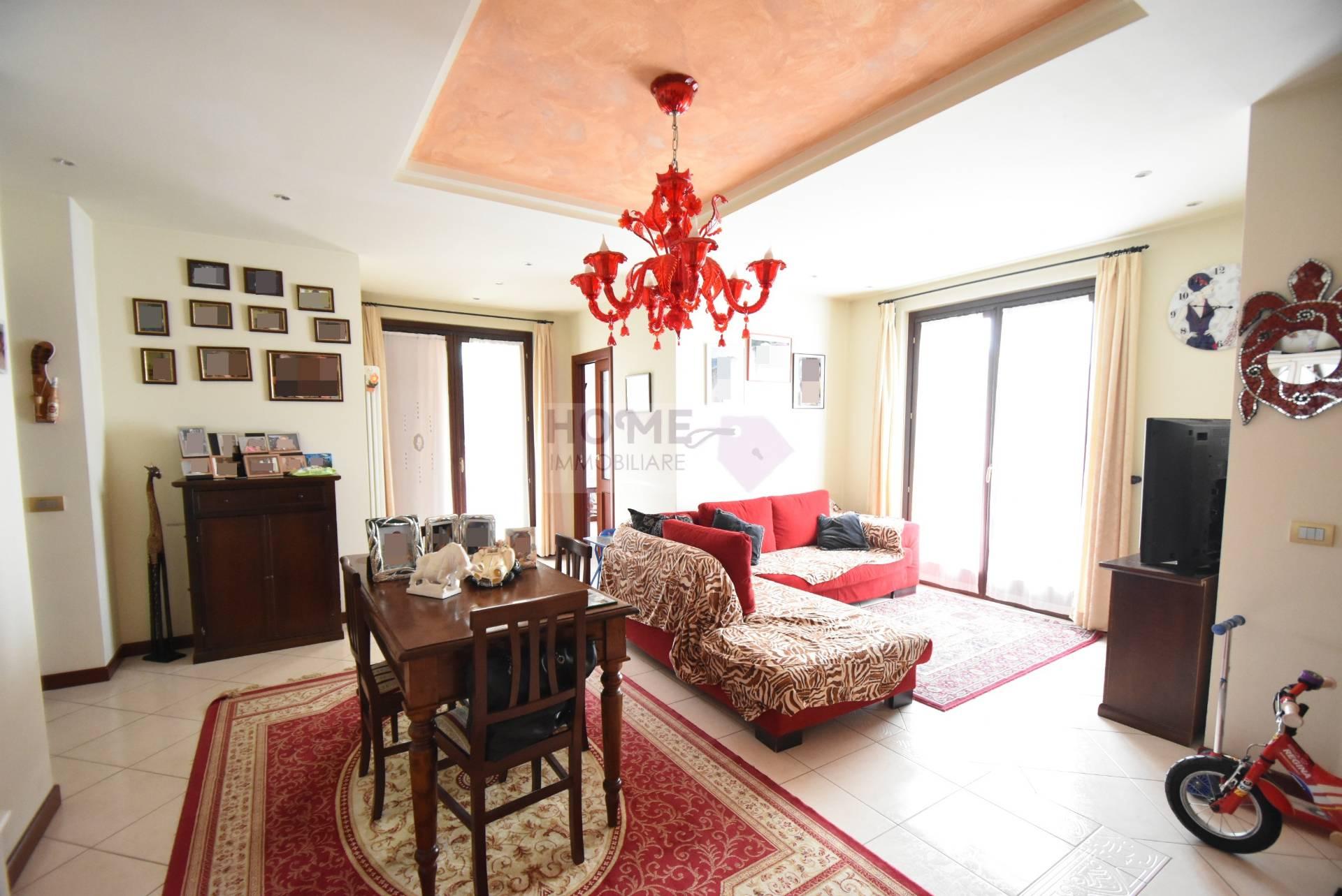 Appartamento in vendita a Caldarola, 7 locali, Trattative riservate   CambioCasa.it