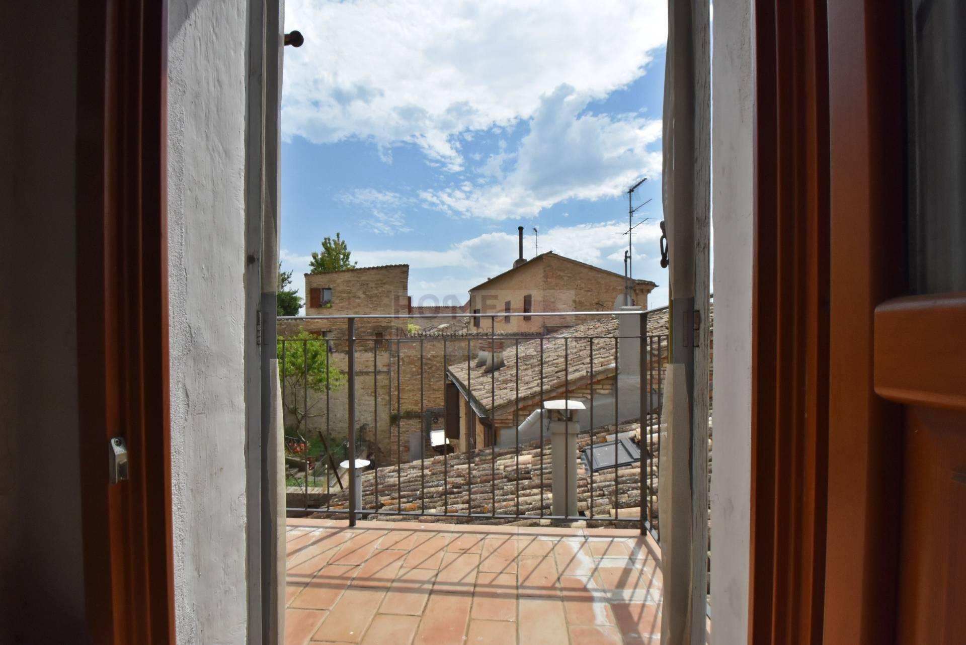 Appartamento in vendita a Macerata, 7 locali, zona Località: Centrostorico, prezzo € 110.000 | Cambio Casa.it