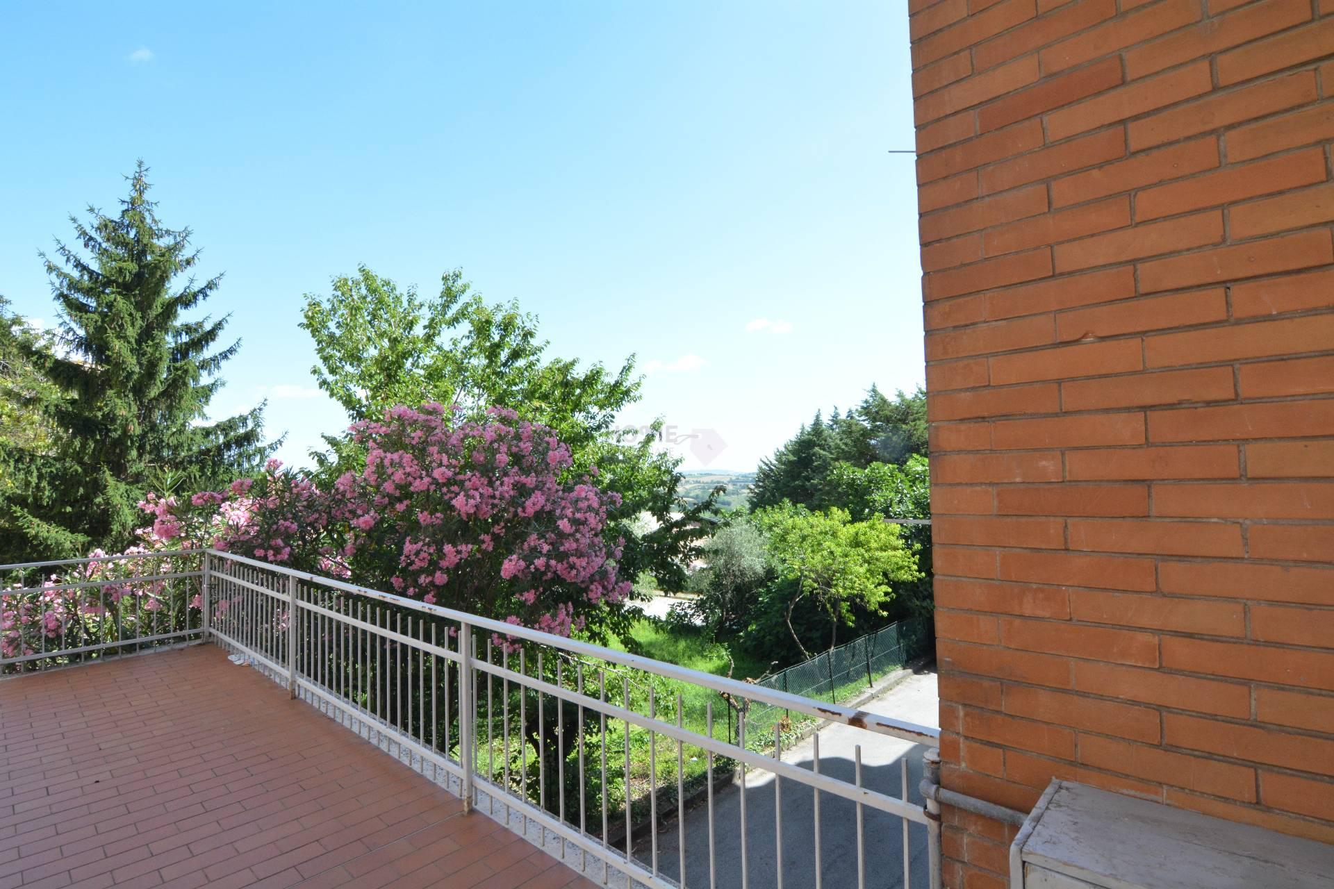 Appartamento in vendita a Macerata, 5 locali, zona Zona: Semicentrale, prezzo € 85.000 | Cambio Casa.it