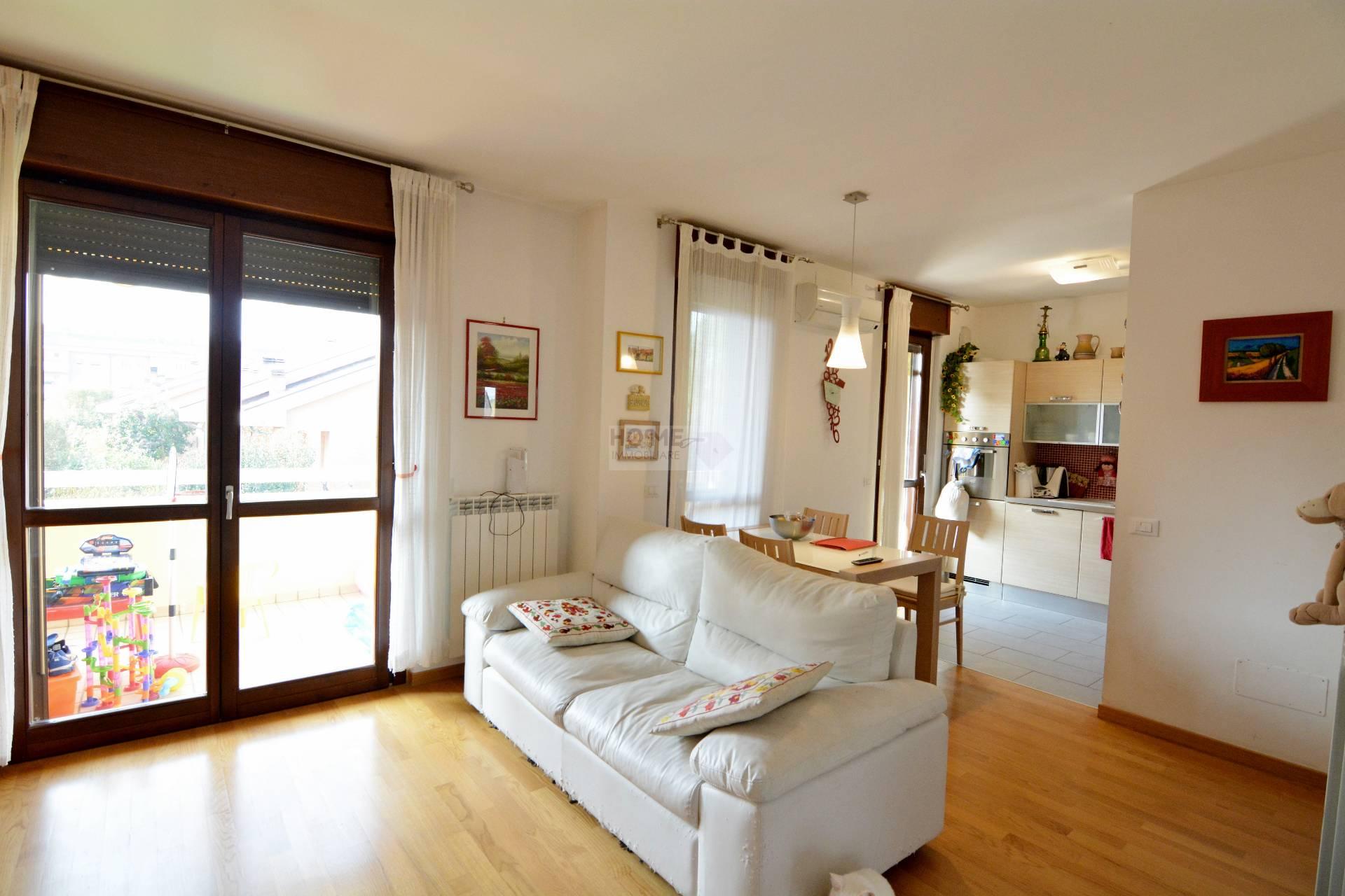 Appartamento in vendita a Macerata, 5 locali, zona Località: VillaPotenza, prezzo € 150.000 | Cambio Casa.it
