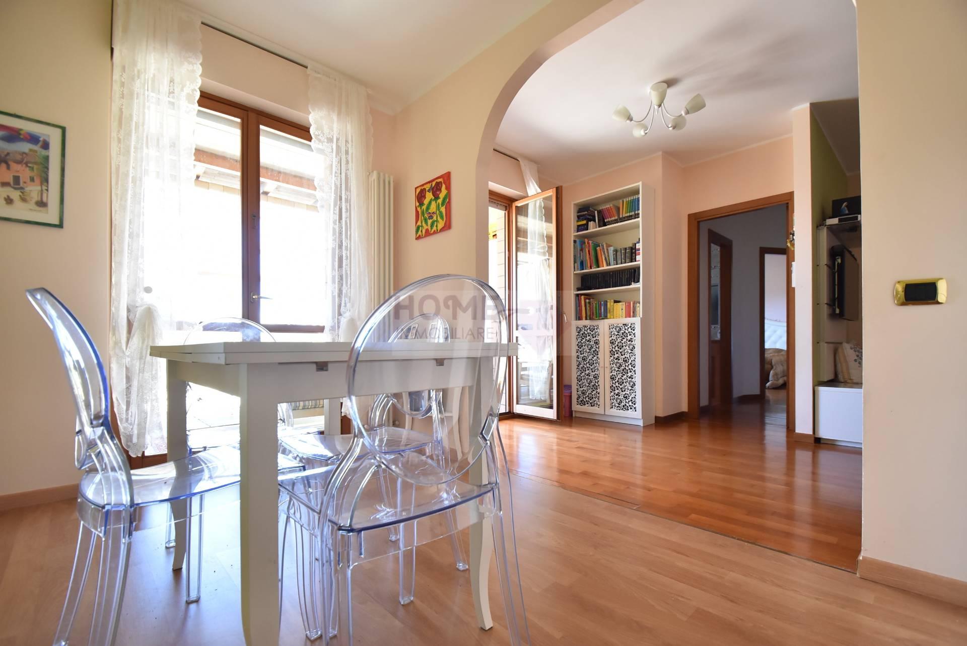 Appartamento in vendita a Macerata, 7 locali, zona Località: zonaSanFrancesco, prezzo € 210.000 | Cambio Casa.it
