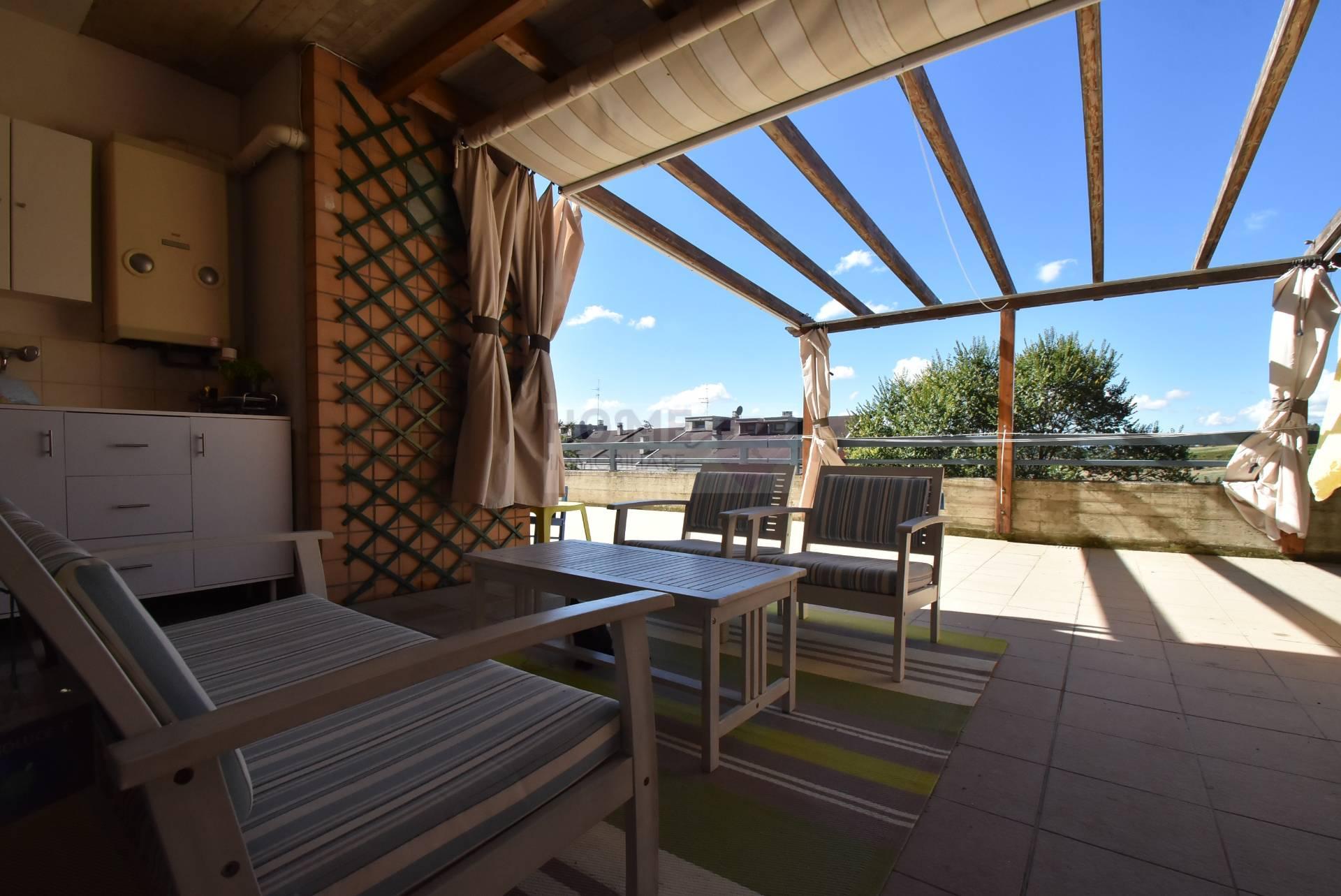 Appartamento in vendita a Macerata, 10 locali, zona Località: zonaSanFrancesco, prezzo € 270.000 | Cambio Casa.it